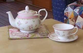 Earl-grey---teapot-on-trive
